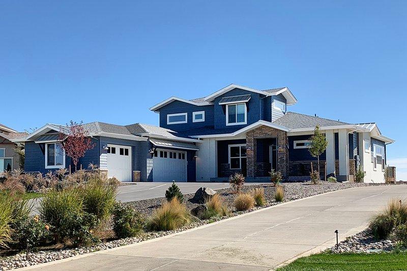 Architectural House Design - Modern Exterior - Front Elevation Plan #1069-9