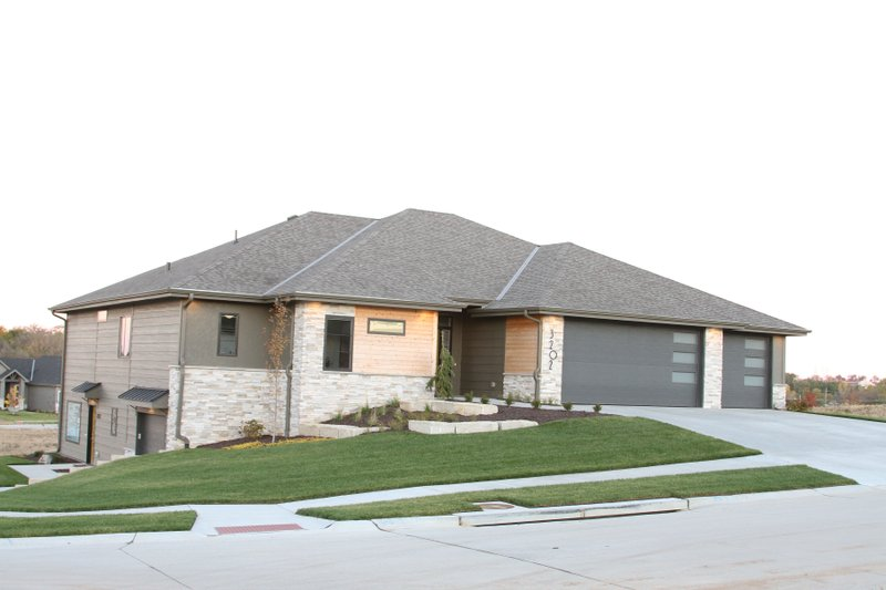 Home Plan - Contemporary Exterior - Front Elevation Plan #20-2357