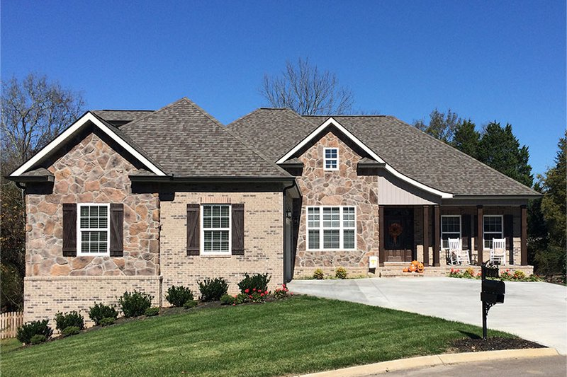 Craftsman Exterior - Front Elevation Plan #927-566 - Houseplans.com