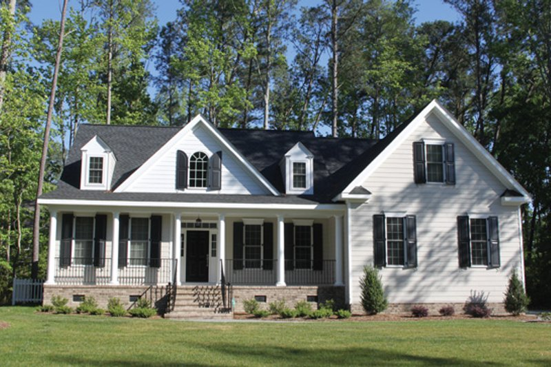 House Plan Design - Country Exterior - Front Elevation Plan #927-934