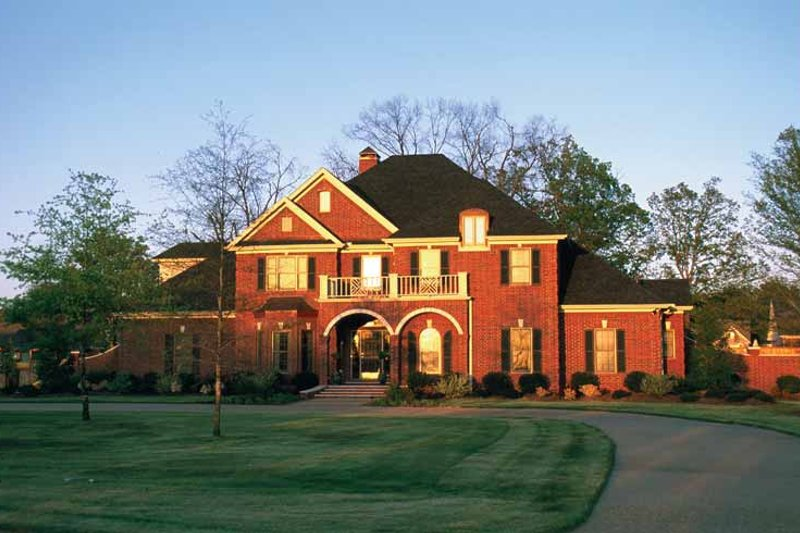 Traditional Exterior - Front Elevation Plan #17-2629 - Houseplans.com