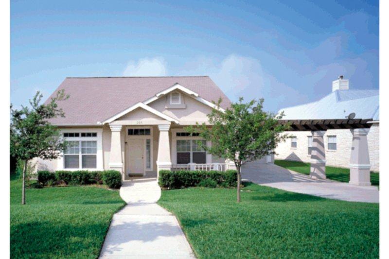 Craftsman Exterior - Front Elevation Plan #472-135