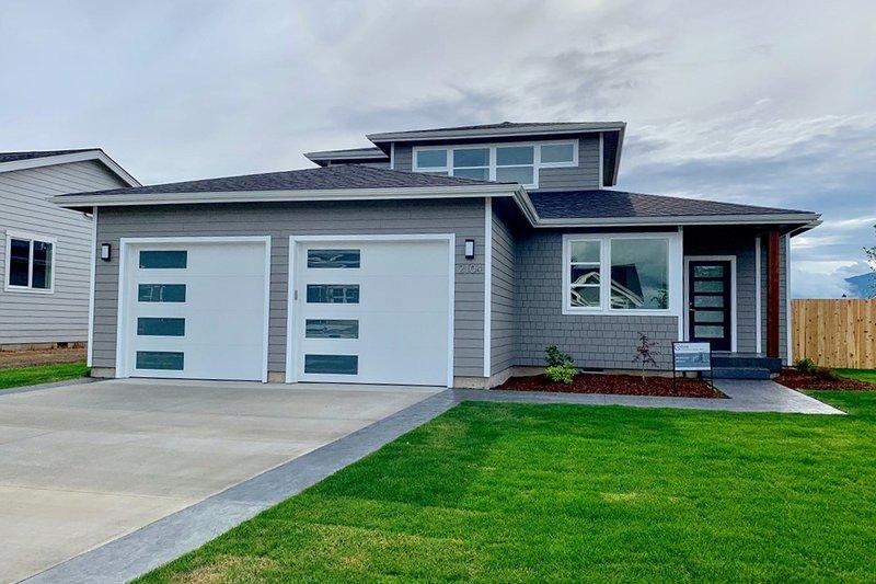 House Plan Design - Contemporary Exterior - Front Elevation Plan #1070-73