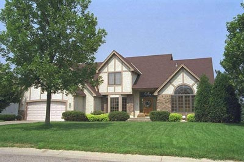 Tudor Style House Plan - 4 Beds 2.5 Baths 2523 Sq/Ft Plan #51-127 Exterior - Front Elevation