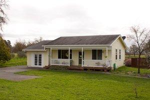 Cottage Exterior - Front Elevation Plan #515-12