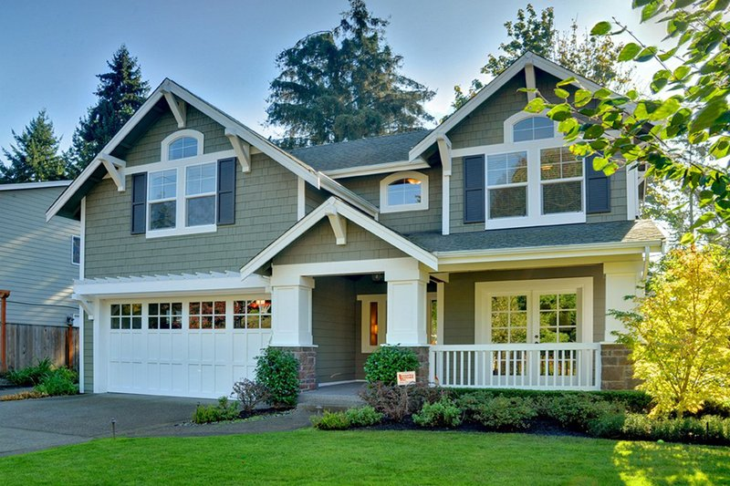 Craftsman Style House Plan - 3 Beds 3.5 Baths 2823 Sq/Ft Plan #132-134 Photo