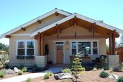 Craftsman Style House Plan - 3 Beds 2 Baths 1592 Sq/Ft Plan #895-34 Exterior - Front Elevation