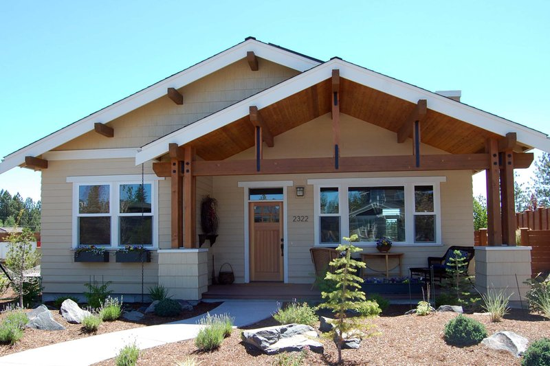 Architectural House Design - Craftsman Exterior - Front Elevation Plan #895-34