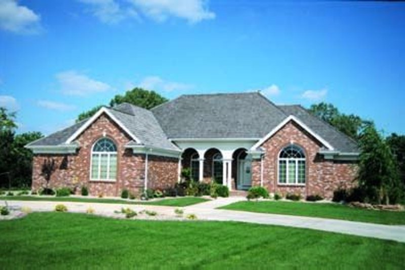 Traditional Exterior - Front Elevation Plan #20-912 - Houseplans.com