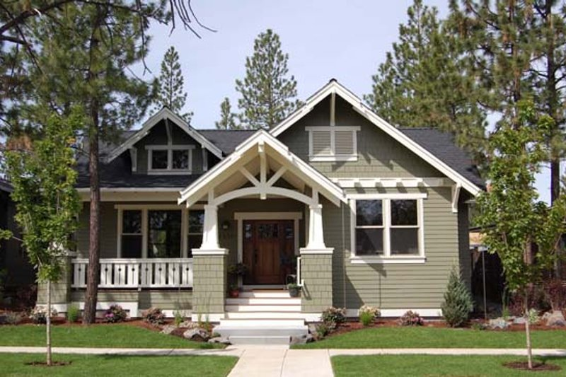 Craftsman Style House Plan - 3 Beds 2 Baths 1749 Sq/Ft Plan #434-17 Exterior - Front Elevation