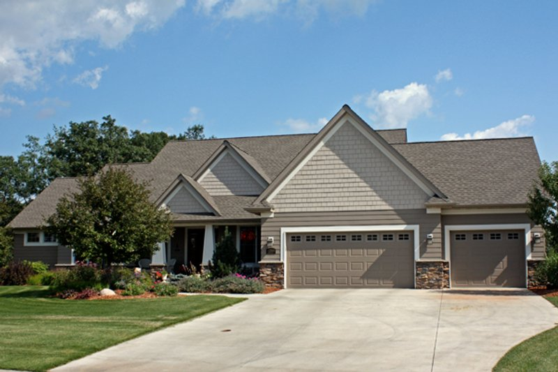 Craftsman Style House Plan - 3 Beds 3.5 Baths 4496 Sq/Ft Plan #51-501 Exterior - Front Elevation