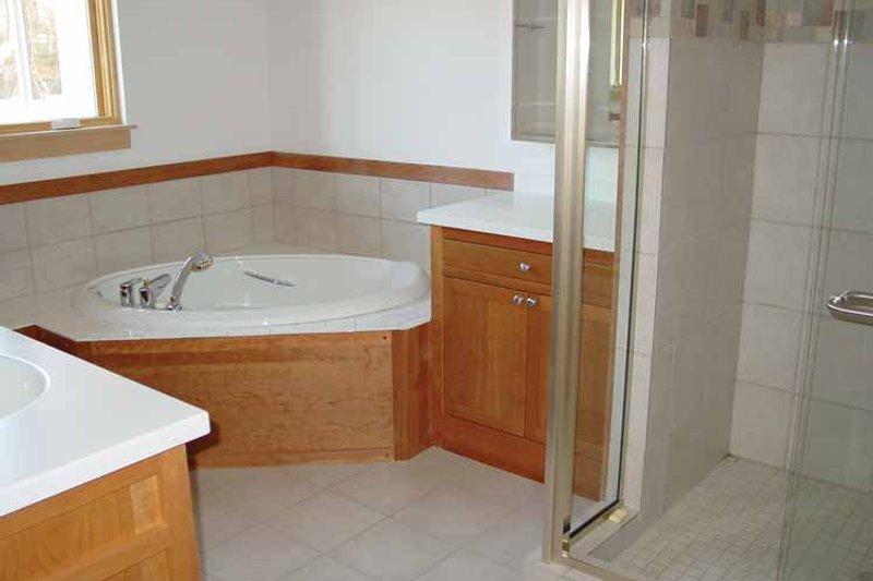 Traditional Interior - Master Bathroom Plan #939-2 - Houseplans.com
