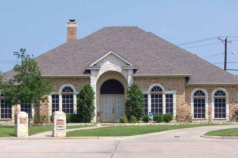 Traditional Exterior - Front Elevation Plan #84-706