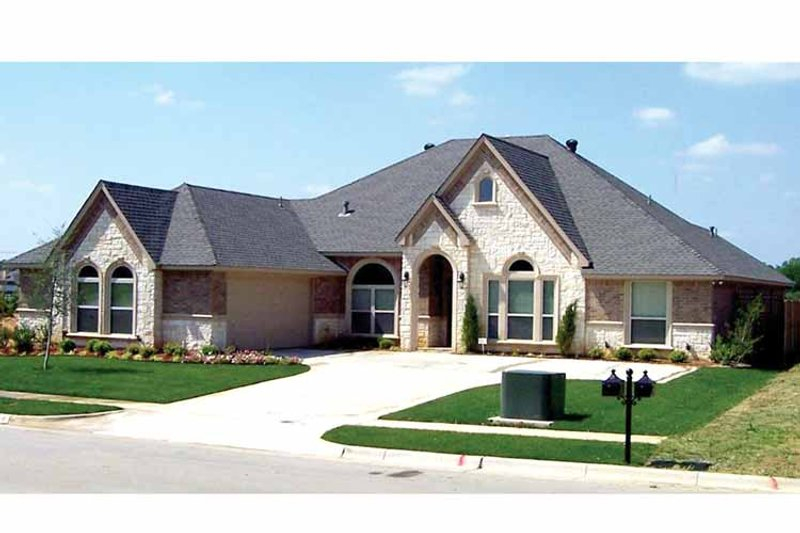 Architectural House Design - Traditional Exterior - Front Elevation Plan #84-696