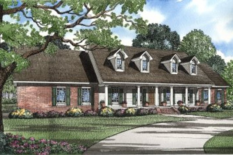 Traditional Style House Plan - 4 Beds 4 Baths 3217 Sq/Ft Plan #17-298 Exterior - Front Elevation