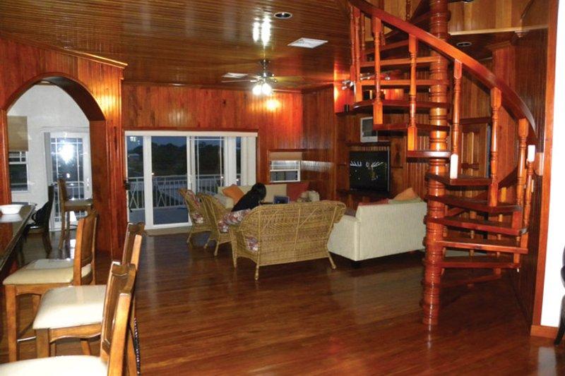 Country Interior - Family Room Plan #64-265 - Houseplans.com