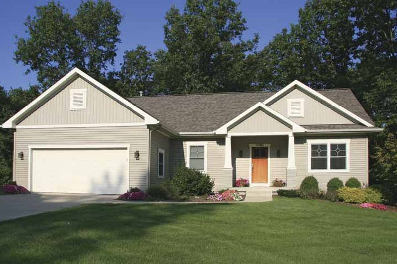 Craftsman Style House Plan - 3 Beds 3 Baths 2484 Sq/Ft Plan #928-120 Exterior - Front Elevation