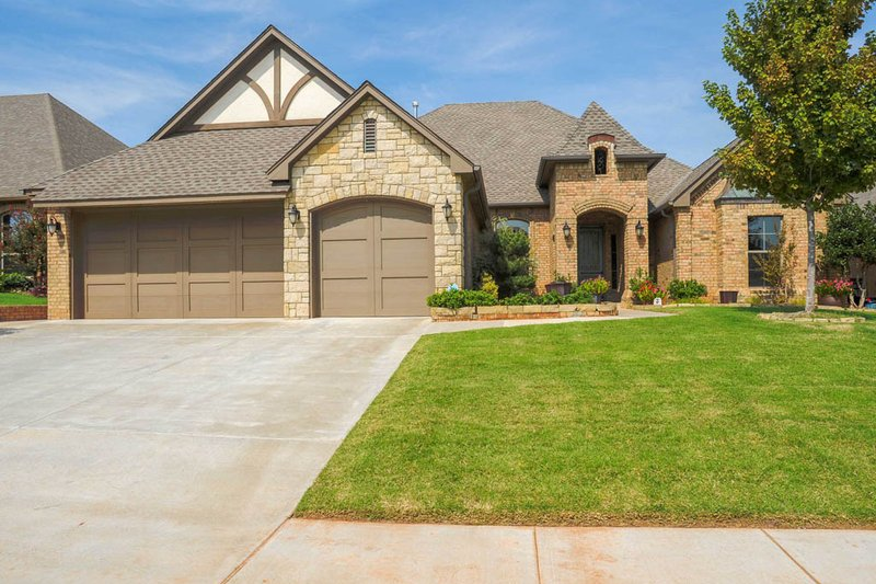 European Style House Plan - 3 Beds 2.5 Baths 2552 Sq/Ft Plan #65-523 Exterior - Front Elevation