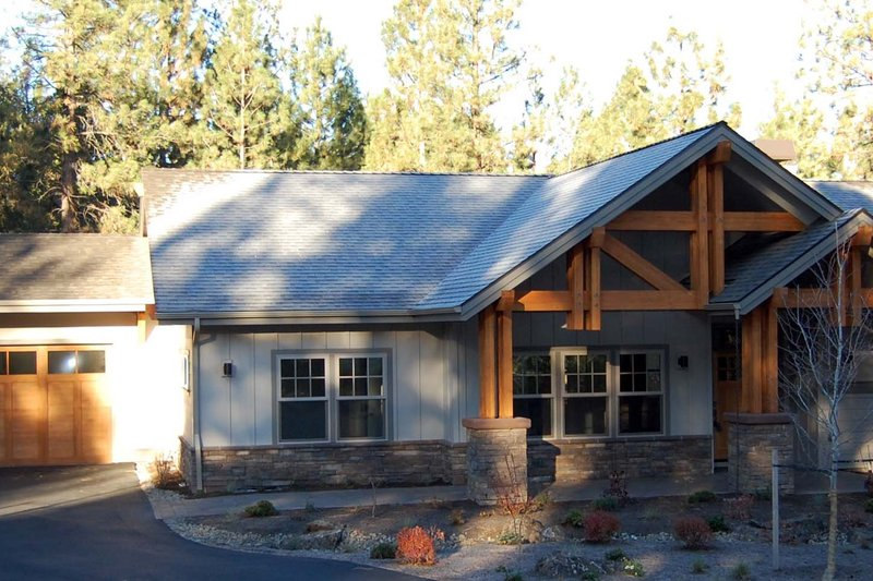 Craftsman Style House Plan - 3 Beds 2.5 Baths 2594 Sq/Ft Plan #895-36 Exterior - Front Elevation