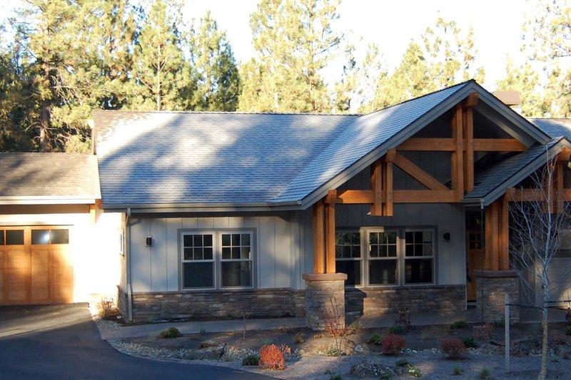 Dream House Plan - Craftsman Exterior - Front Elevation Plan #895-36