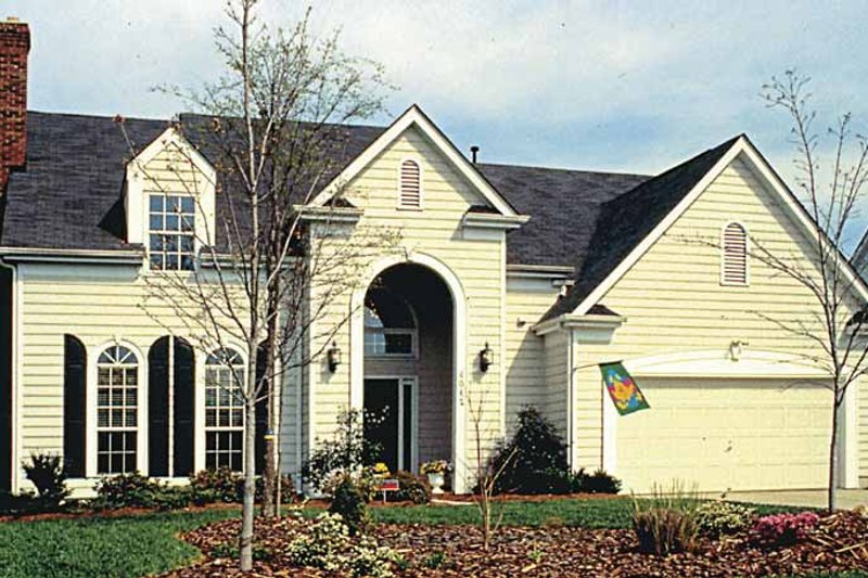 Traditional Exterior - Front Elevation Plan #453-482