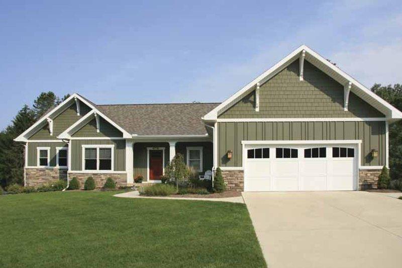 Craftsman Exterior - Front Elevation Plan #928-129
