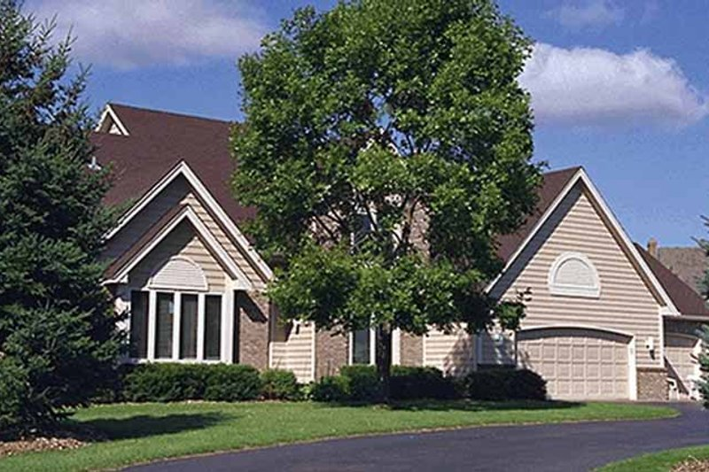 Traditional Exterior - Front Elevation Plan #51-895 - Houseplans.com