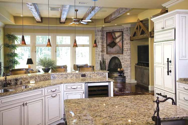 Traditional Interior - Kitchen Plan #17-2757 - Houseplans.com