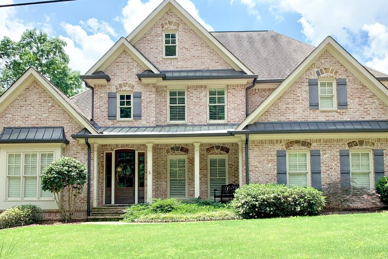 Architectural House Design - Traditional Exterior - Front Elevation Plan #437-118