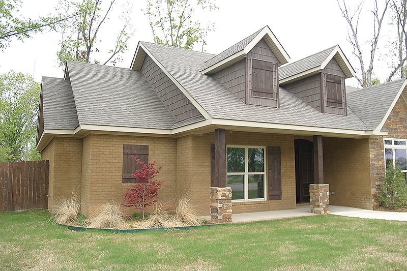 Traditional Exterior - Front Elevation Plan #17-2400 - Houseplans.com