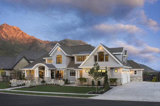 Craftsman Exterior - Front Elevation Plan #920-24