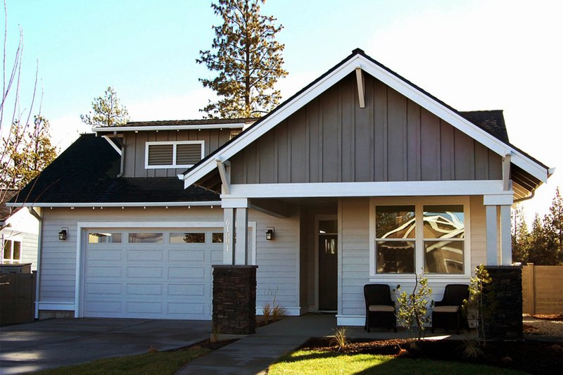 Architectural House Design - Craftsman Exterior - Front Elevation Plan #895-93