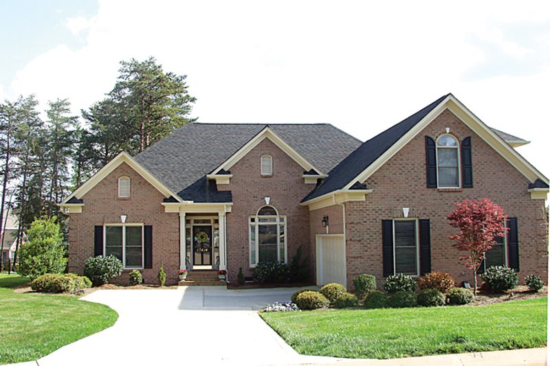 Traditional Exterior - Front Elevation Plan #453-40 - Houseplans.com