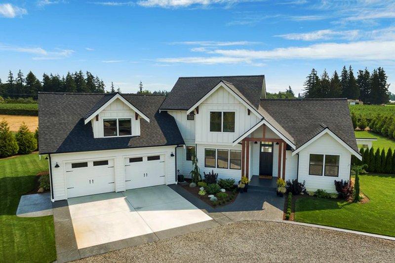 House Plan Design - Farmhouse Exterior - Front Elevation Plan #1070-10