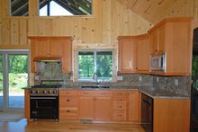 House Design - Ranch style country home kitchen