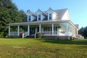 House Plan Design - Farmhouse Exterior - Front Elevation Plan #17-3420