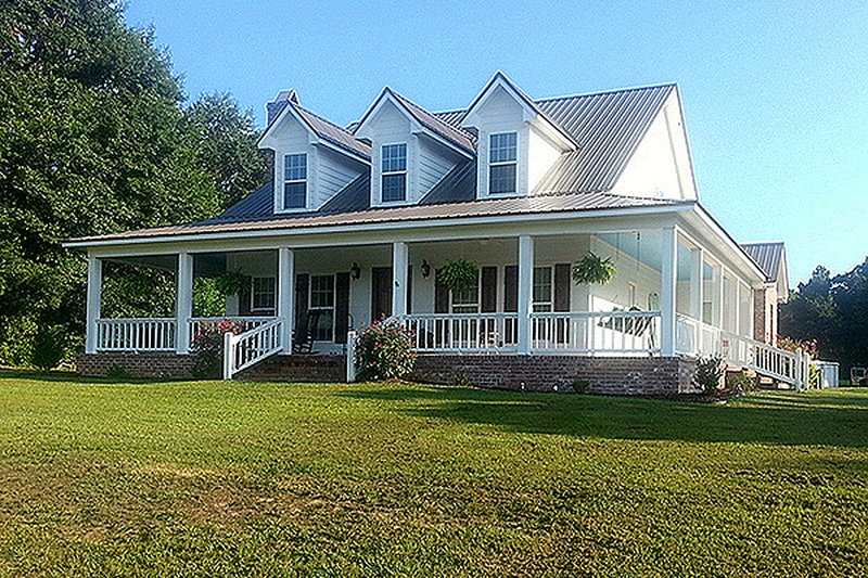 House Plan Design - Farmhouse Exterior - Front Elevation Plan #17-3420