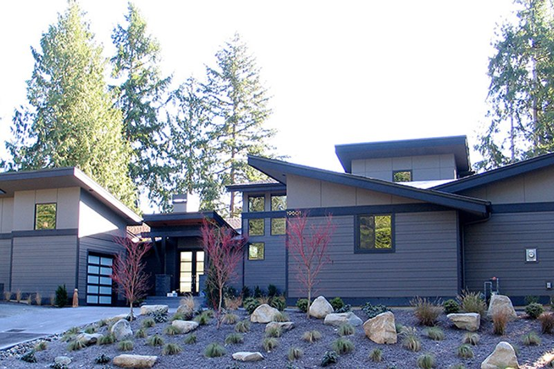 Contemporary Exterior - Front Elevation Plan #132-563 - Houseplans.com