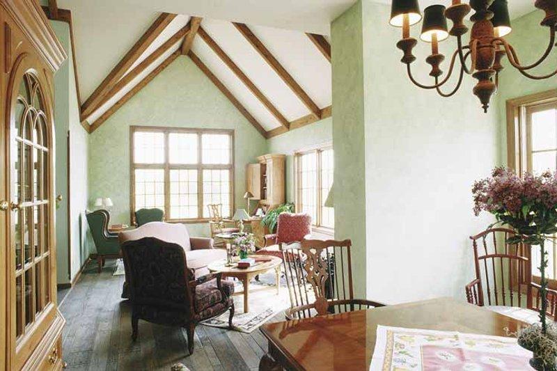 Colonial Interior - Family Room Plan #320-741 - Houseplans.com