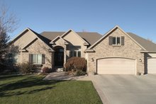 Dream House Plan - Traditional Exterior - Front Elevation Plan #1060-100