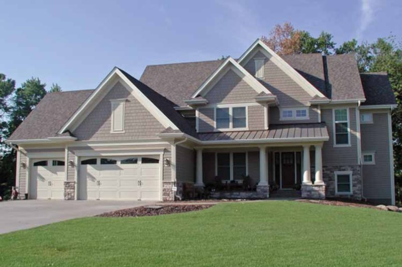 Architectural House Design - Traditional Exterior - Front Elevation Plan #51-1084