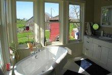 House Plan Design - farmhouse bath2
