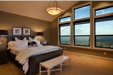 Craftsman Interior - Master Bedroom Plan #124-753