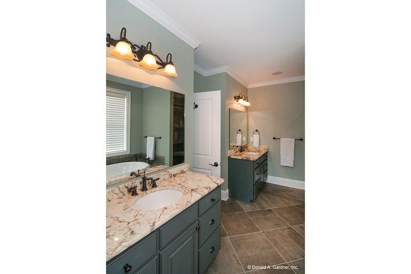 Craftsman Interior - Master Bathroom Plan #929-26 - Houseplans.com
