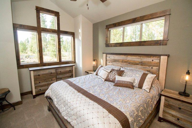 Craftsman Interior - Bedroom Plan #892-11 - Houseplans.com