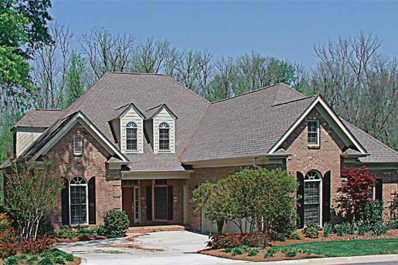 Traditional Exterior - Front Elevation Plan #453-290 - Houseplans.com