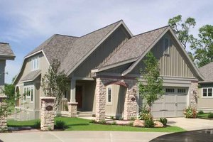 Traditional Exterior - Front Elevation Plan #928-111
