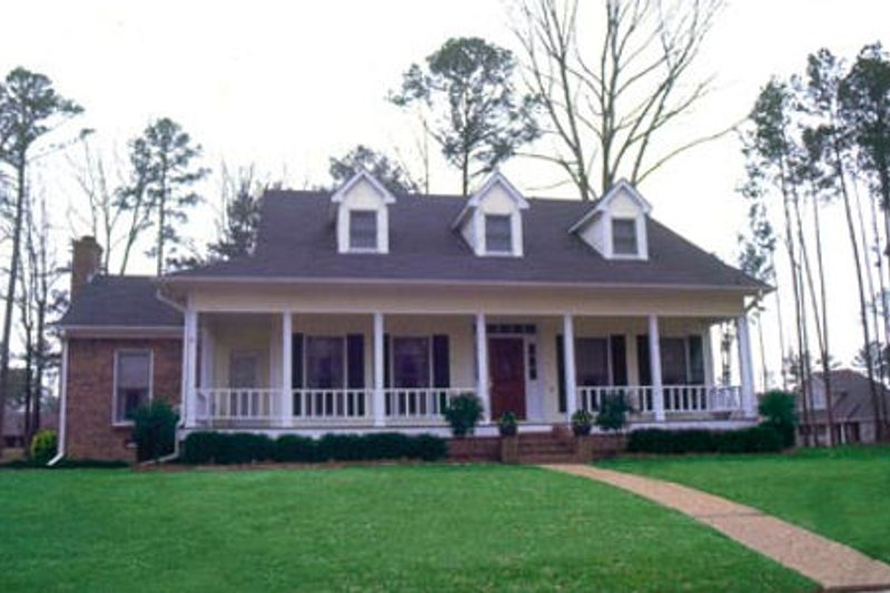 Southern Style House Plan - 4 Beds 2.5 Baths 2511 Sq/Ft Plan #36-216 Exterior - Front Elevation