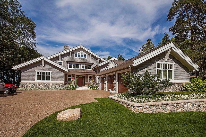Dream House Plan - Craftsman Exterior - Front Elevation Plan #928-305