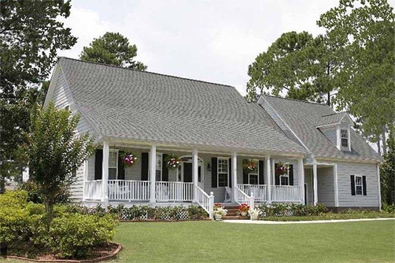 House Plan Design - Farmhouse Exterior - Front Elevation Plan #137-122
